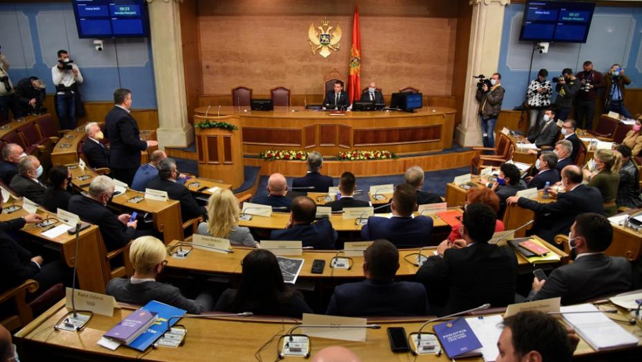(UŽIVO) ZASEDANJE SKUPŠTINE CRNE GORE Veleizdaja! Teške odluke protiv srpskog naroda (VIDEO)