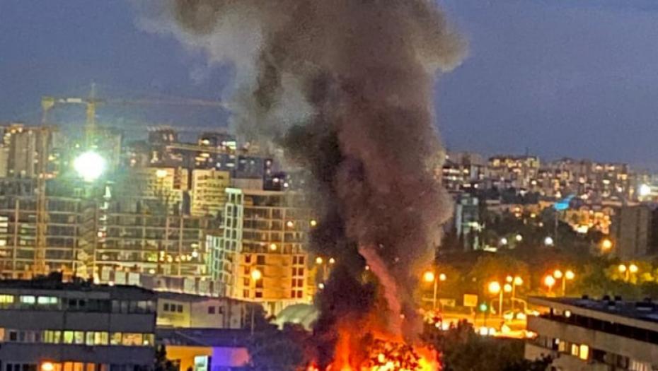 DETALJI UŽASA NA NOVOM BEOGRADU: Odjekuju eksplozije, hitne službe uključile ROTACIJE! (VIDEO)