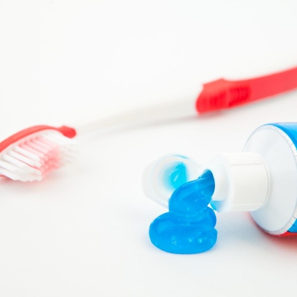 Nacin-na-koji-koristite-pastu-za-zube-OTKRIVA-vase-NAJVAZNIJE-OSOBINE