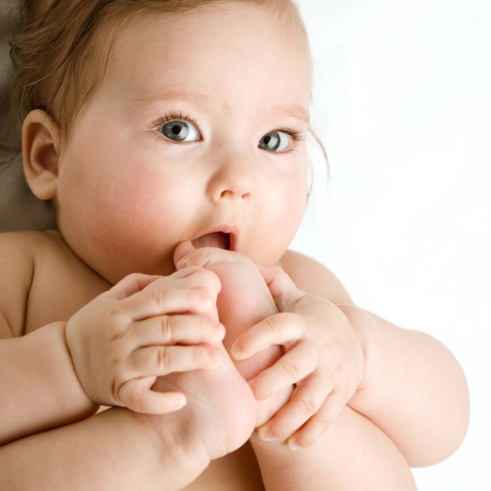Rodjena-beba-sa-dva-zuba