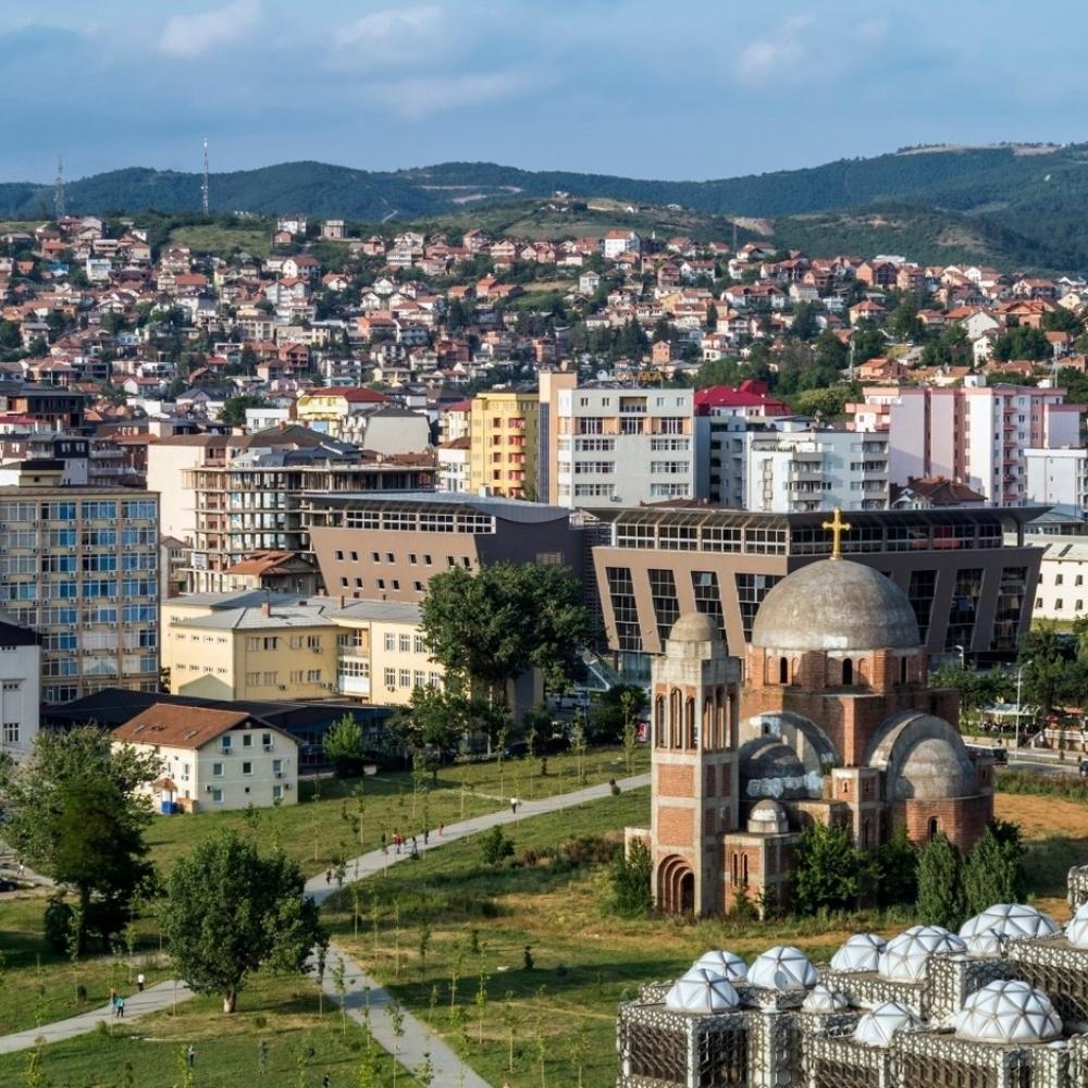 Nesposobna-Pristina-ne-ume-BEZ-GRESAKA-ni-spomenik-da-podigne-sponzorima-KOJI-SU-IM-OMOGUCILI-DRZAVU