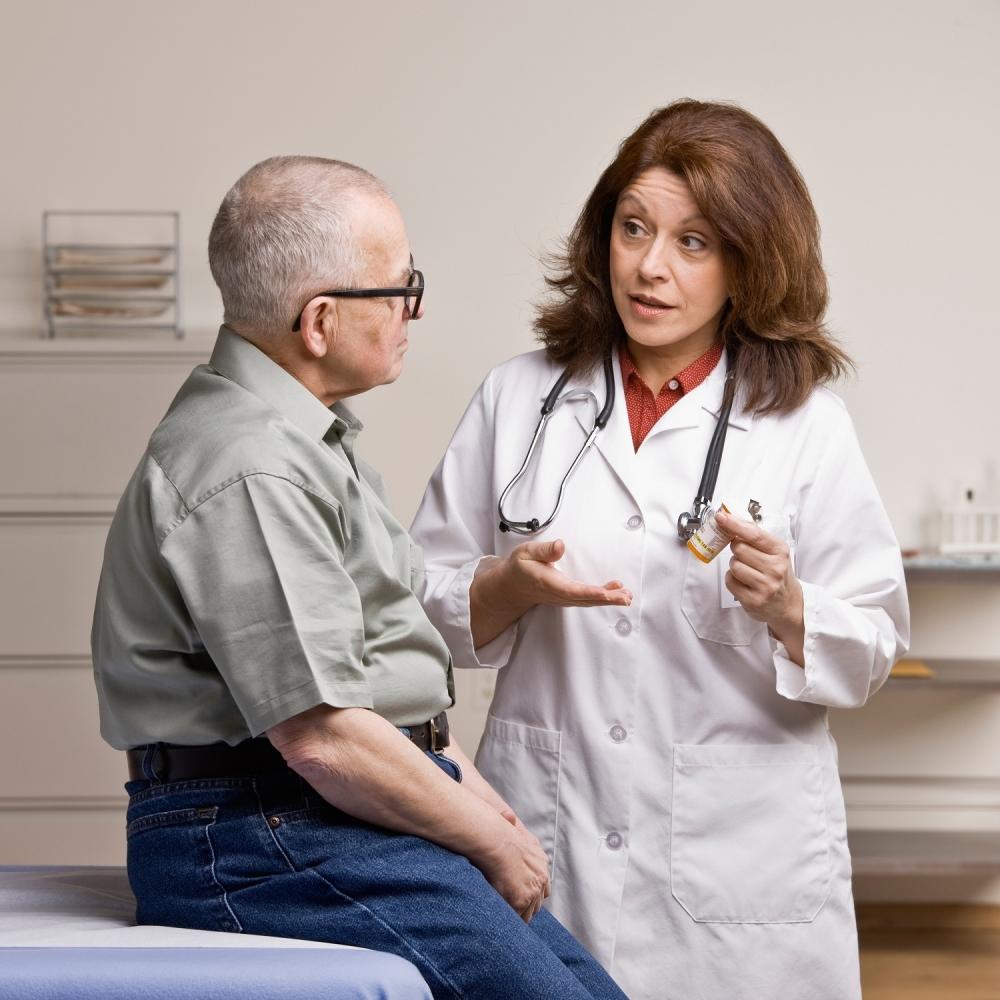 Stariji pacijent Lekar Doktor Penzioner
