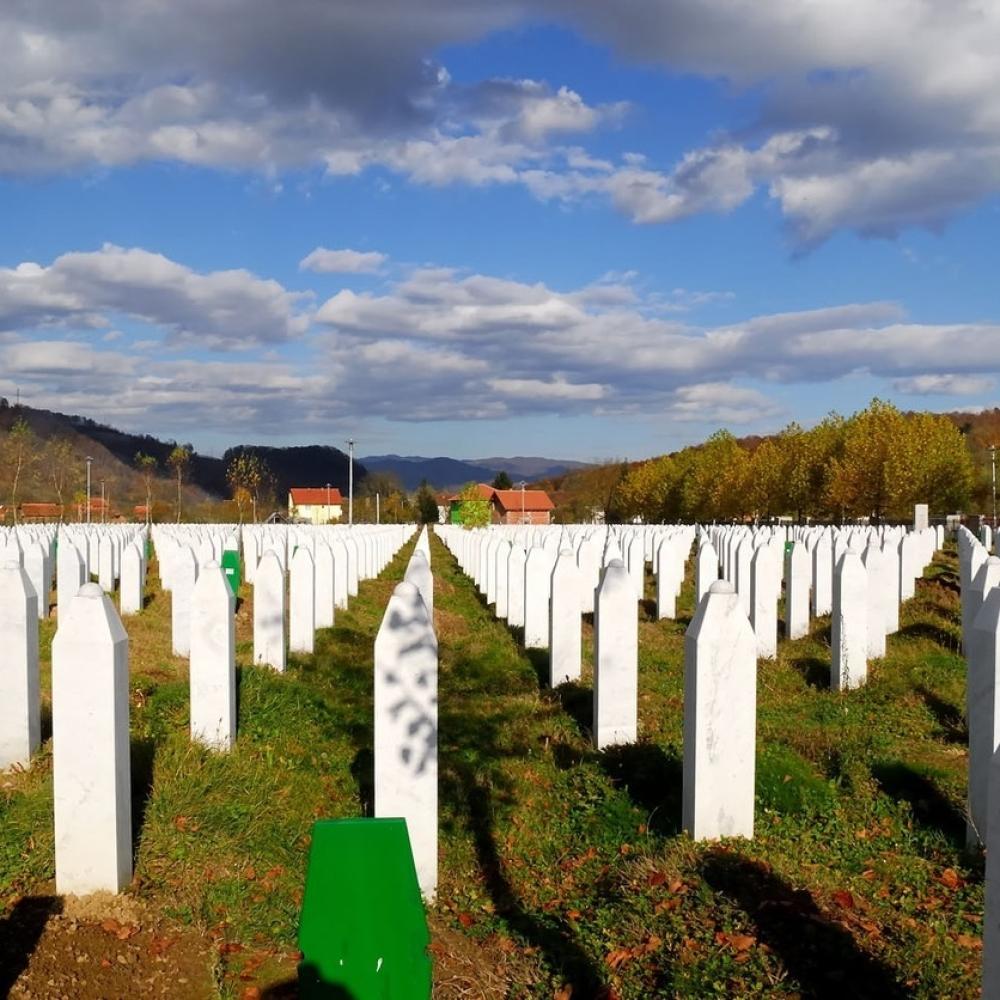Na-godisnjicu-obelezavanja-Srebrenice-dogodilo-se-nesto-sto-LEDI-KRV-u-zilama-FOTOVIDEO