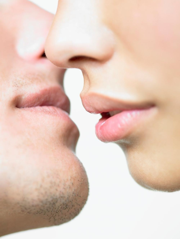 Poljubac u vrat precisely does