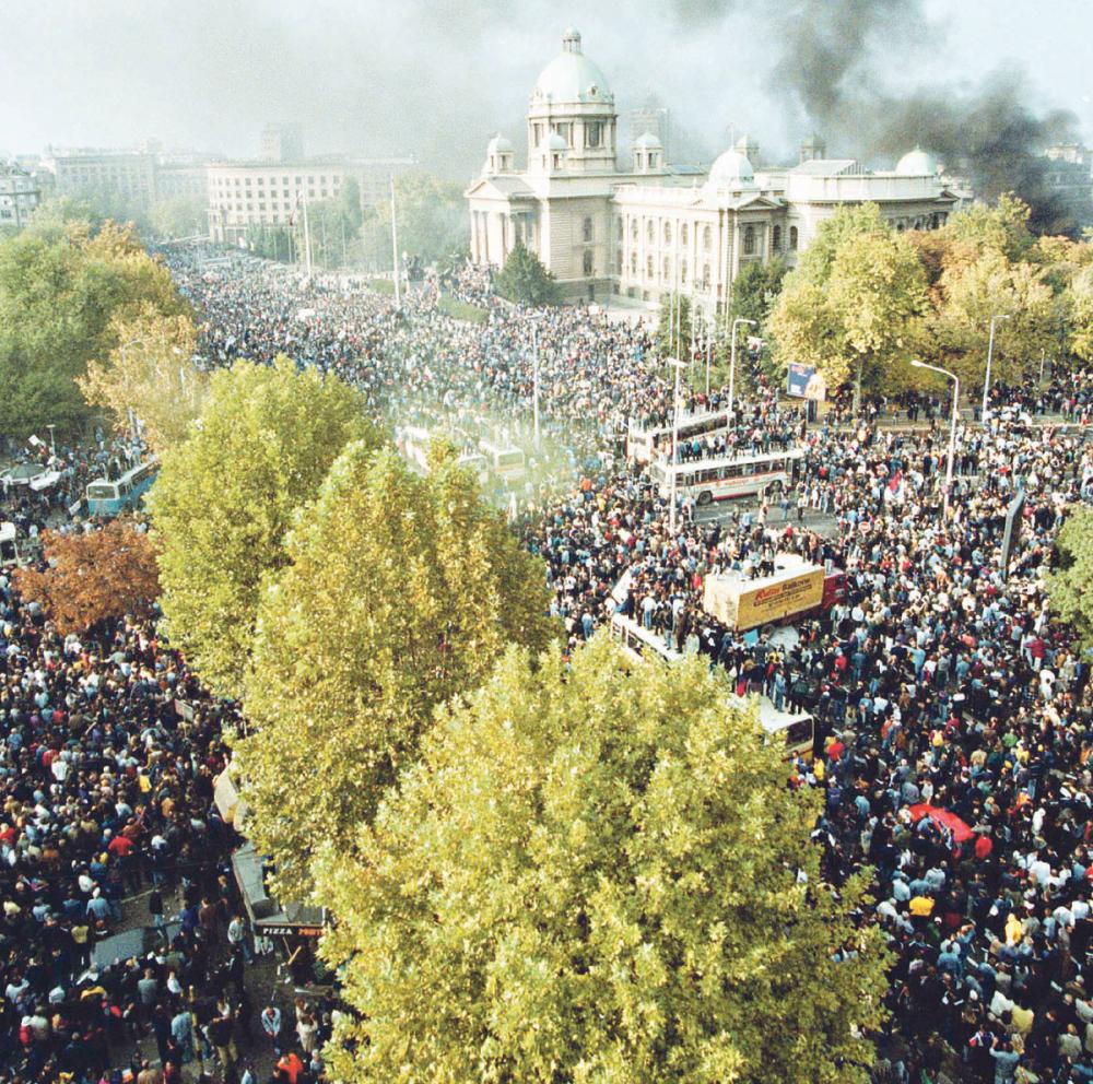 Više stotina hiljada ljudi protestovalo protiv Miloševića