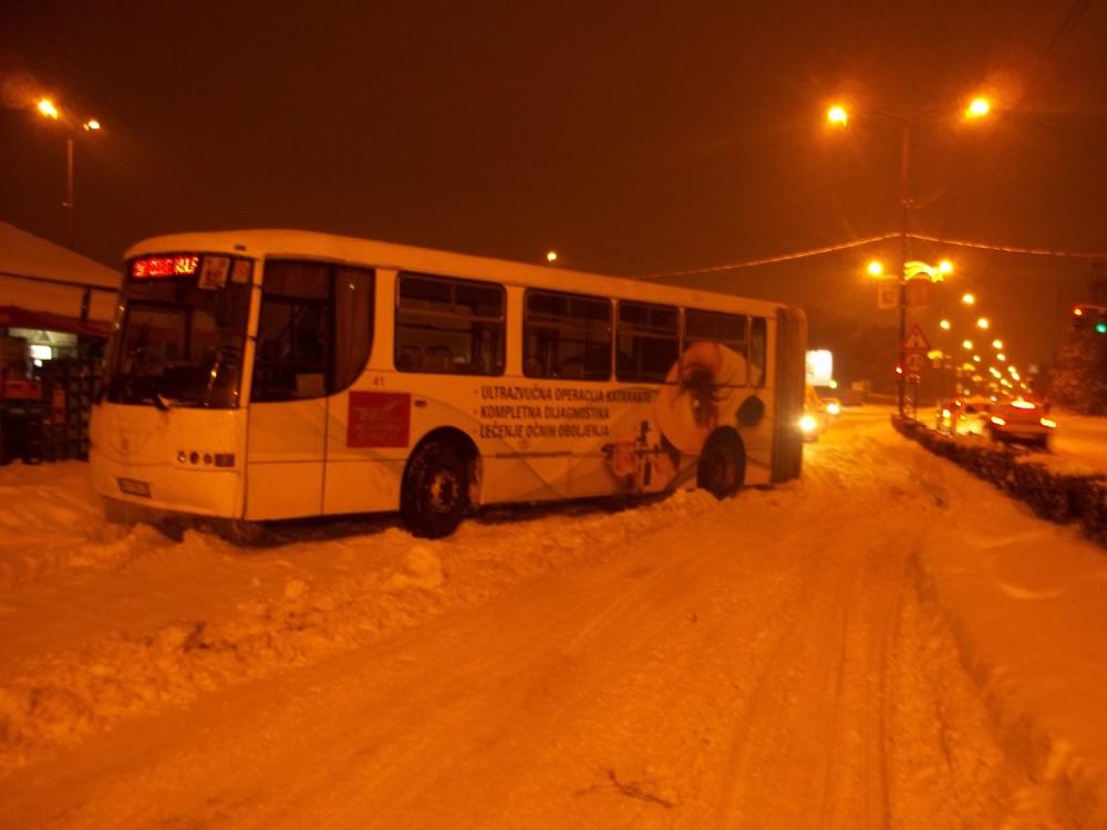 Zaglavljen autobus Niš ekspresa