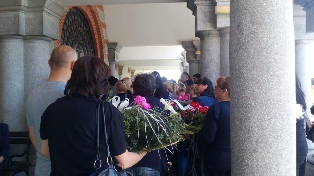 Veliki broj ljudi okupio se na groblju Zbeg