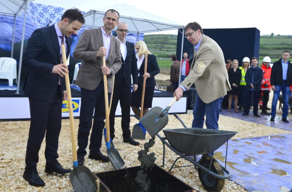 Vučić polaže kamen temeljac za Ikeu