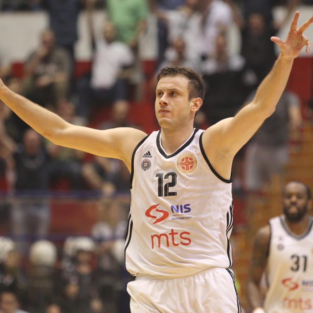 Partizan-od-14-do-slavlja-protiv-Sarlroa