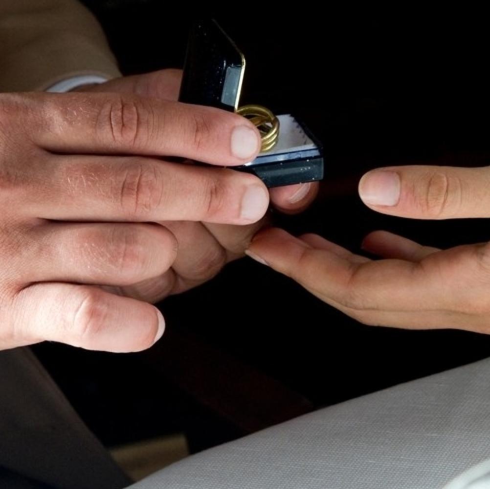 Manekenka-konacno-pokazala-LUKSUZNI-VERENICKI-prsten-FOTO