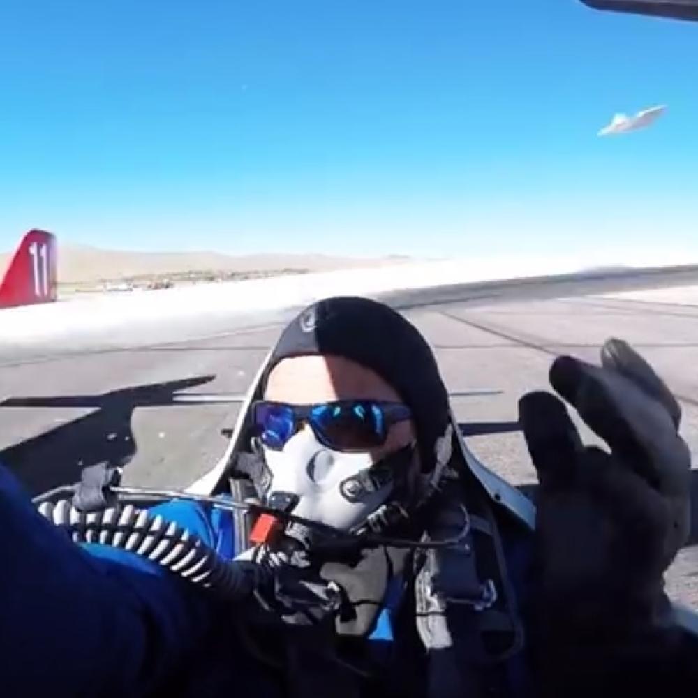 Krilo-aviona-mu-zamalo-otkinulo-glavu-VIDEO
