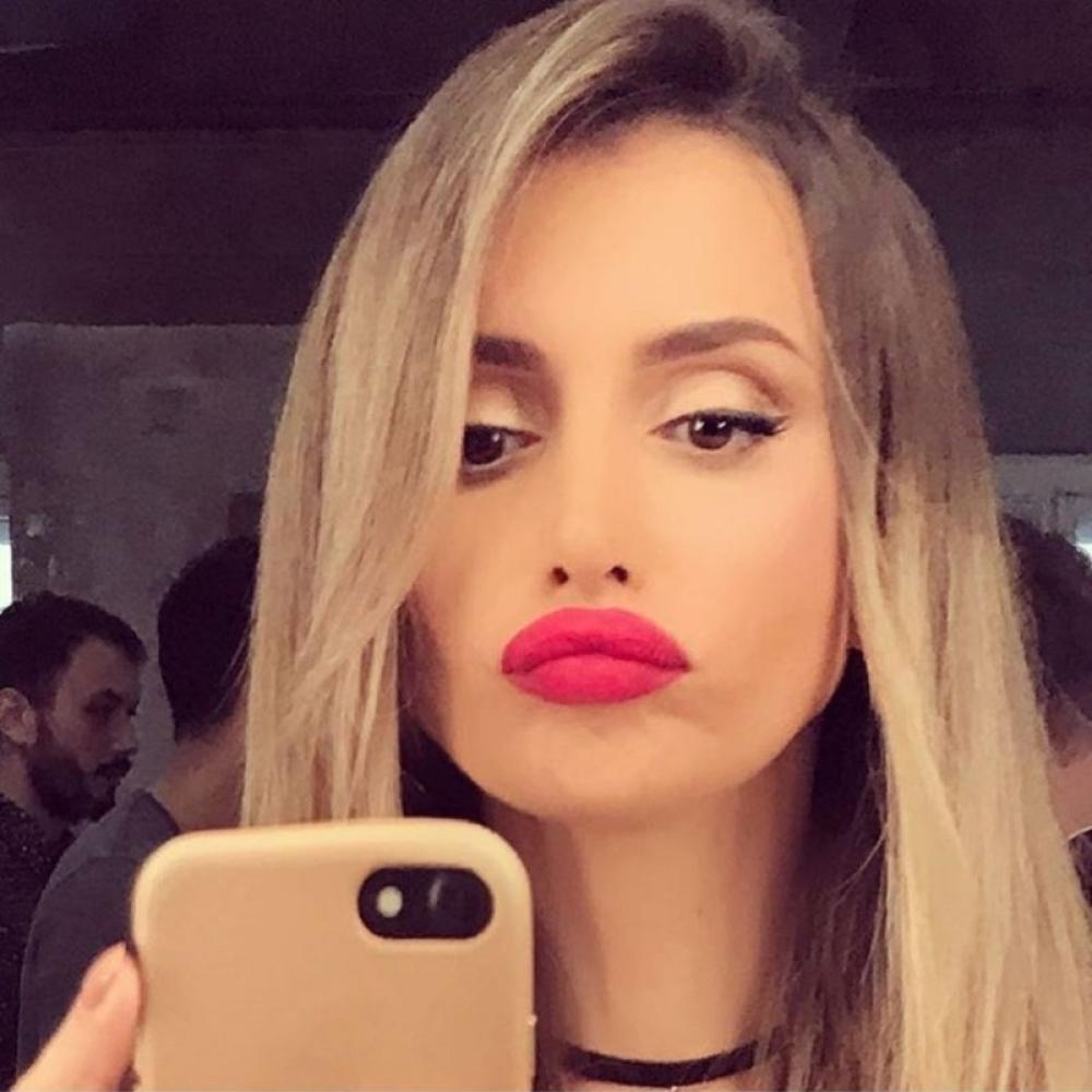 Vesti - Emina: Sin nam ne dozvoljava da širimo porodicu