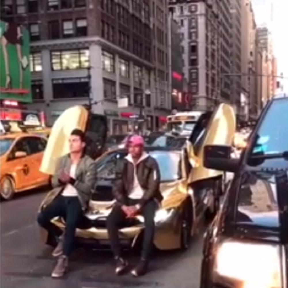 Mangupirali-se-na-zlatnom-BMW-u-a-onda-se-pojavio-baja-VIDEO