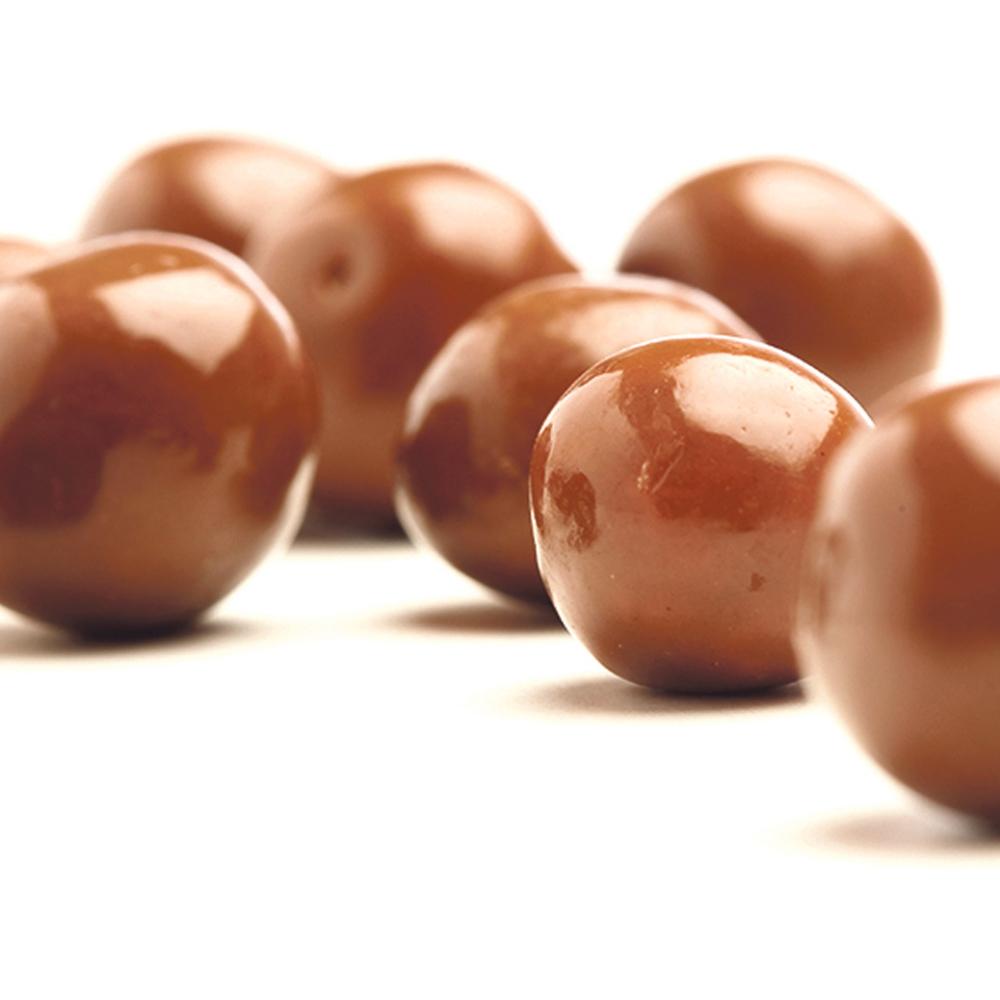Cokoladne-kuglice-od-kikirikija-i-badema-koje-se-spremaju-brzo