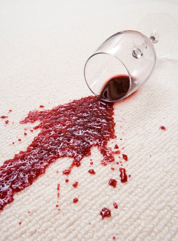 Fleka crveno vino stolnjak