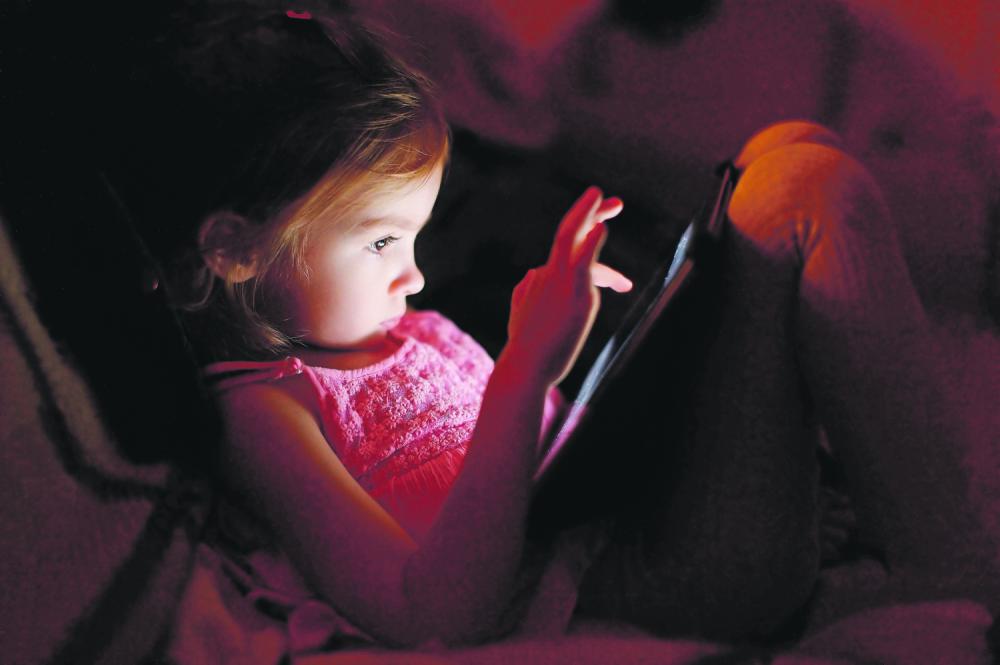 Devojčica kompjuter internet igrice pedofilija društvene mreže