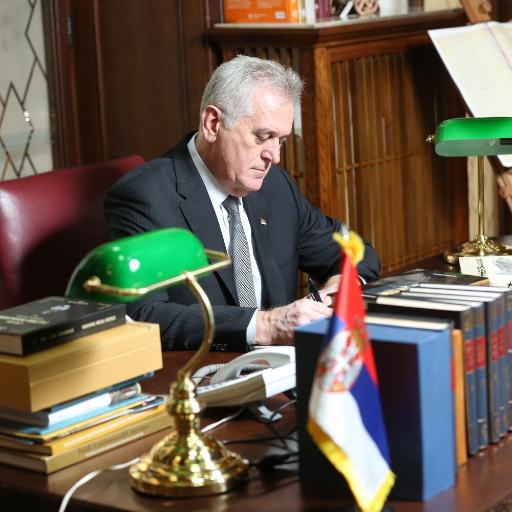 Toma-trazi-Titov-kabinet