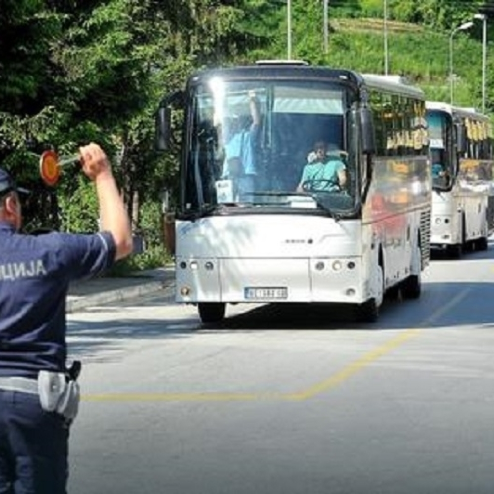 Stamatovic-bagerima-i-autobusima-krenuo-na-Beograd