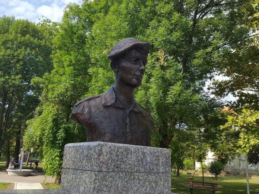 Pogledajte Kako Izgleda Spomenik Heroju Sa Kosara Foto Alo Rs