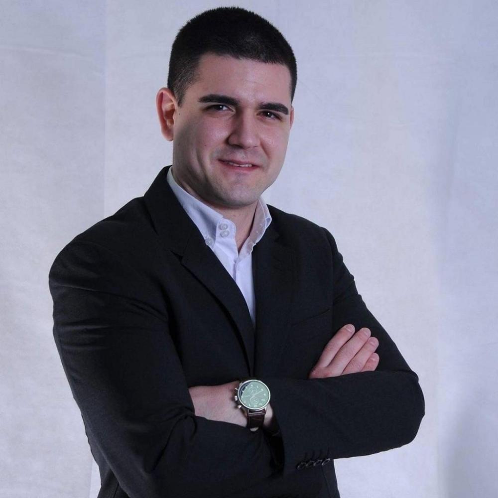 Ubili-poznatog-advokata-na-ulazu-u-zgradu