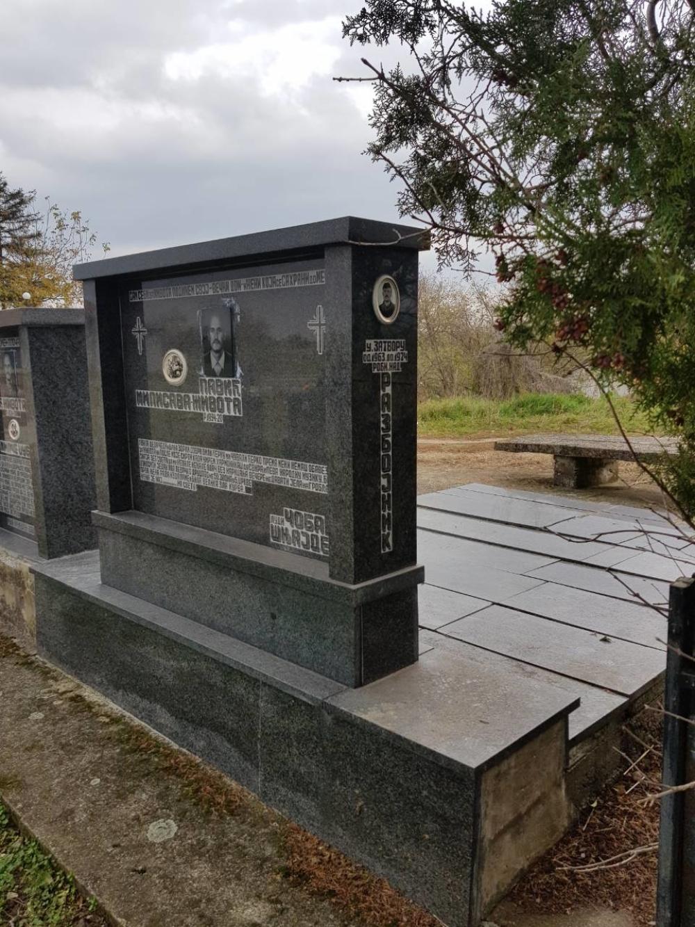Spomenik u Varvarinu