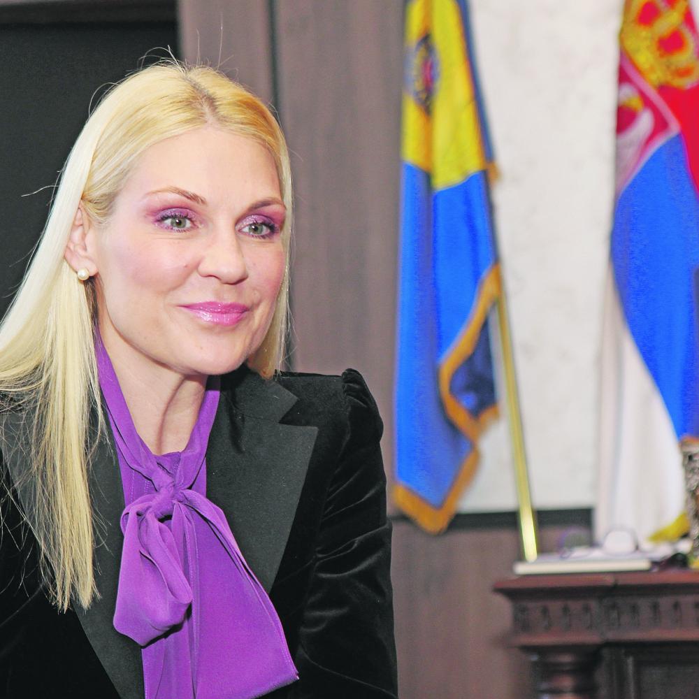 Popovic-Ivkovic-Vuk-se-valja-u-katarskim-parama-lobira-za-nezavisno-Kosovo-a-za-Albance-je-heroj