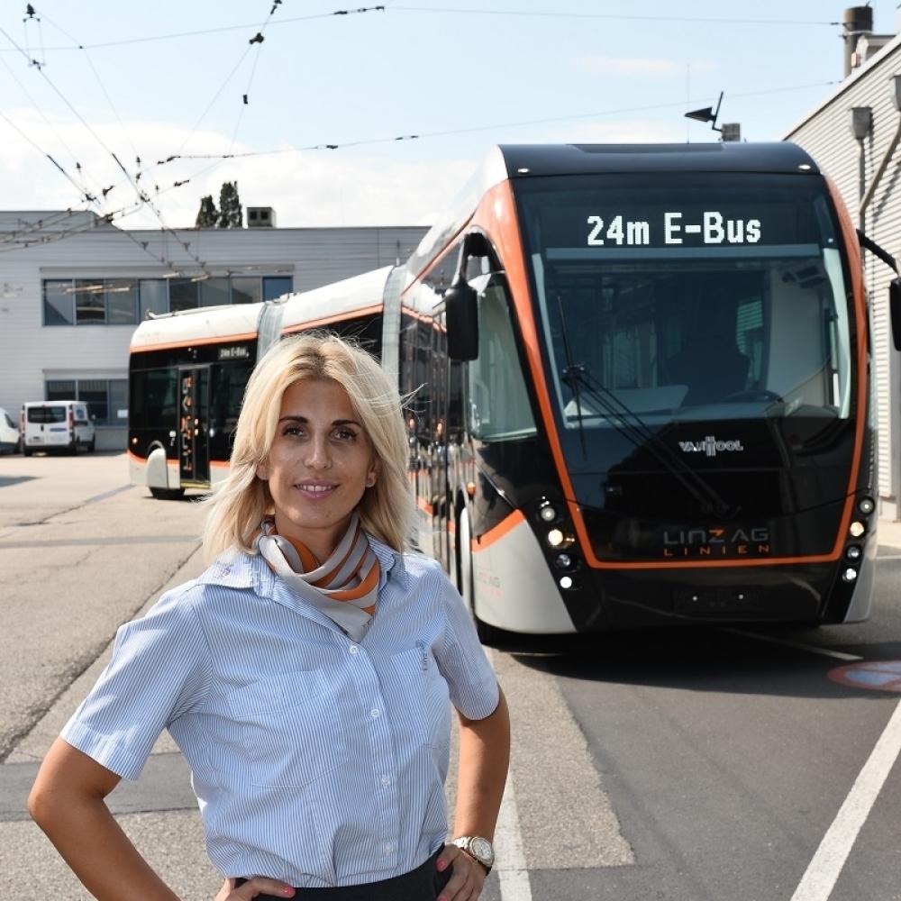 Zgodna-Srpkinja-vozi-autobus-u-Lincu