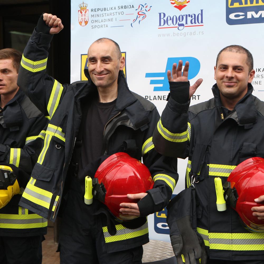 Vatrogasci-i-veterani-se-borili-za-Beogradjanku