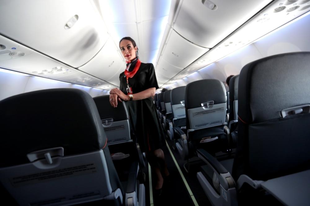 Stjuardesa, avion, unutrašnjost aviona