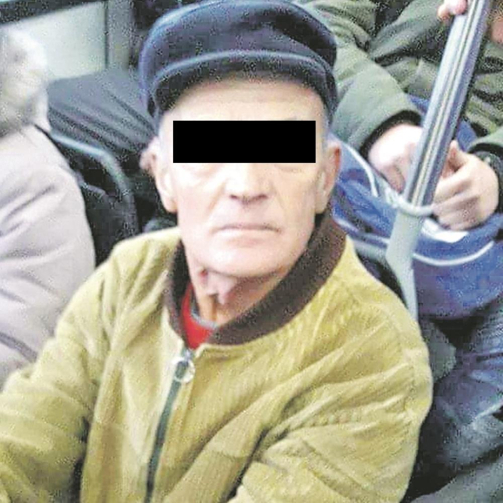 Deda-pipka-zene-po-autobusu