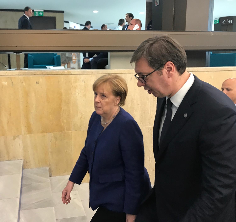 Vuèiæ izneo detalje sastanka sa Angelom Merkel, pa otkrio šta ga je Putin savetovao o odbrani zemlje!