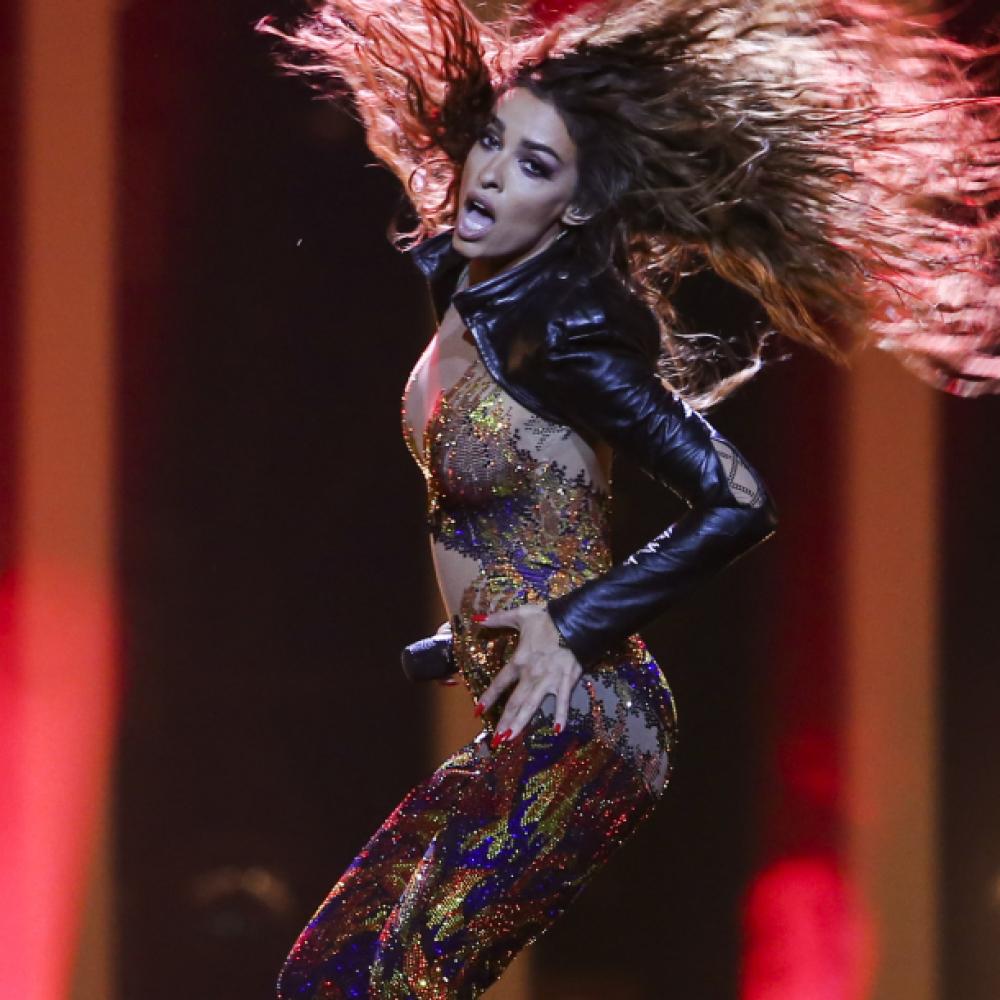 Najseksepilnija-ucesnica-Evrovizije-se-skinula-njen-toples-je-zapalio-mreze