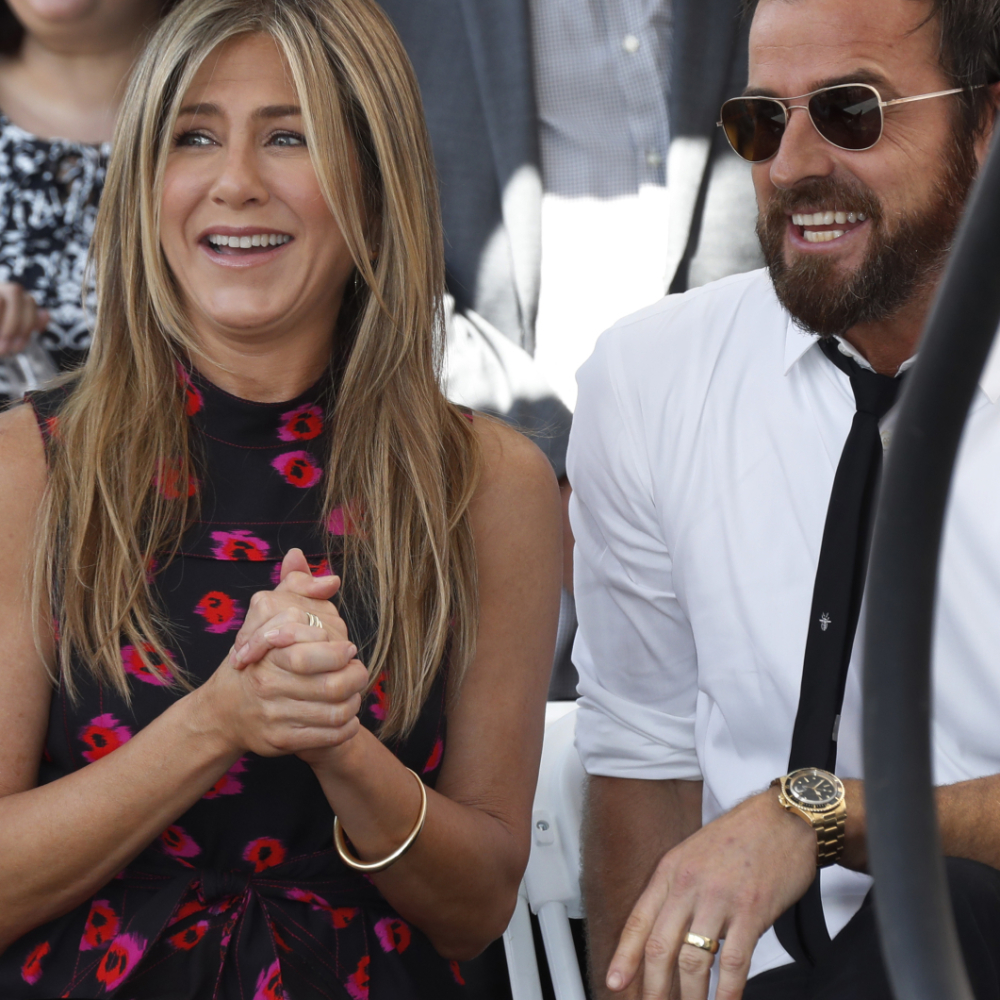 Slavna-pevacica-i-drugarica-Dzenifer-Aniston-smuvala-njenog-bivseg-muza
