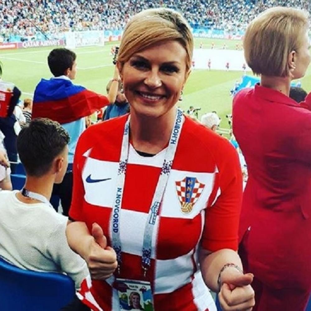 Predsednica-ULETELA-u-svlacionicu-Hrvata-i-slavila-pobedu-uz-SRPSKU-PATRIOTSKU-PESMU