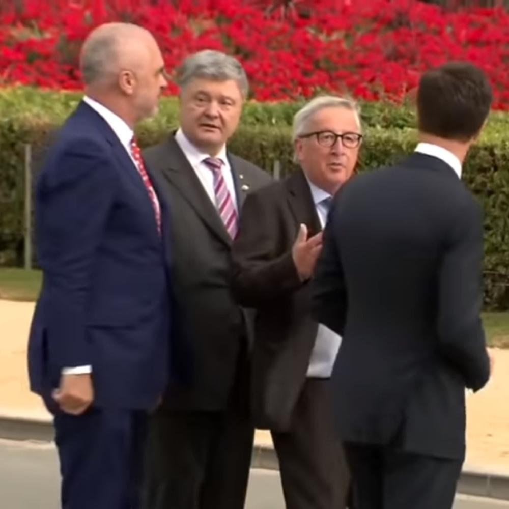 Junker-pijan-pravio-SOU-na-samitu-NATO-umalo-PAO-na-KOLINDU-a-necete-verovati-sta-je-uradio-Rama-VIDEO