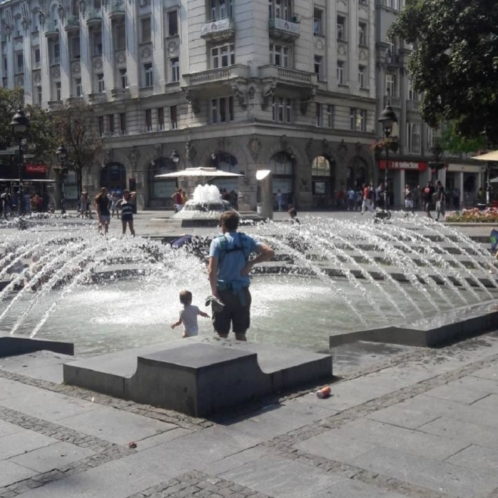 Bebac-nasao-nacin-da-se-rashladi-u-centru-paklenog-Beograda-ODUSEVICETE-SE