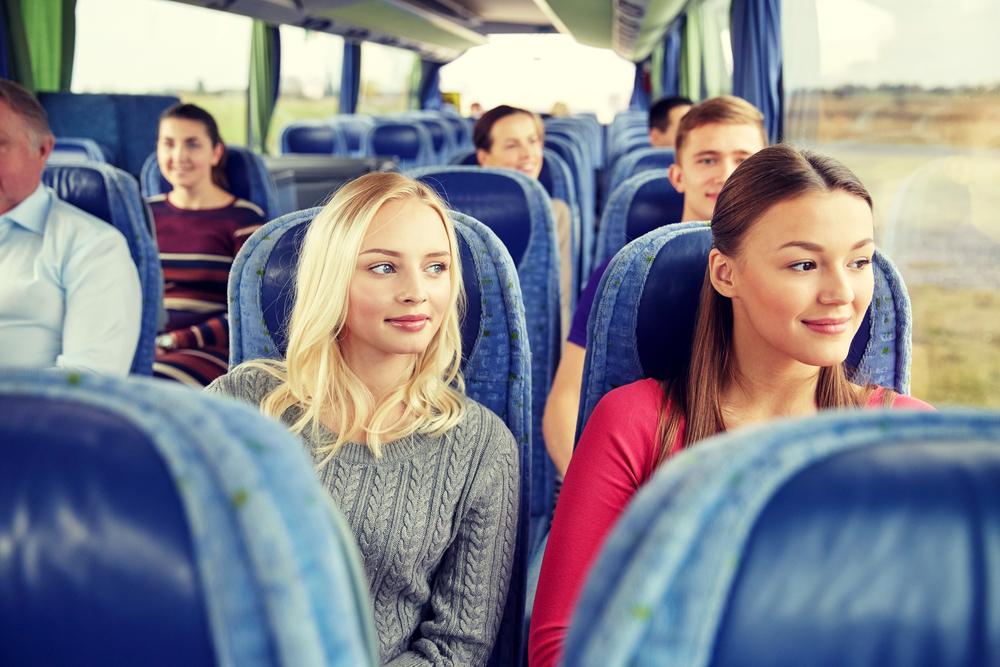 Devojke, drugarice, sestre, autobus