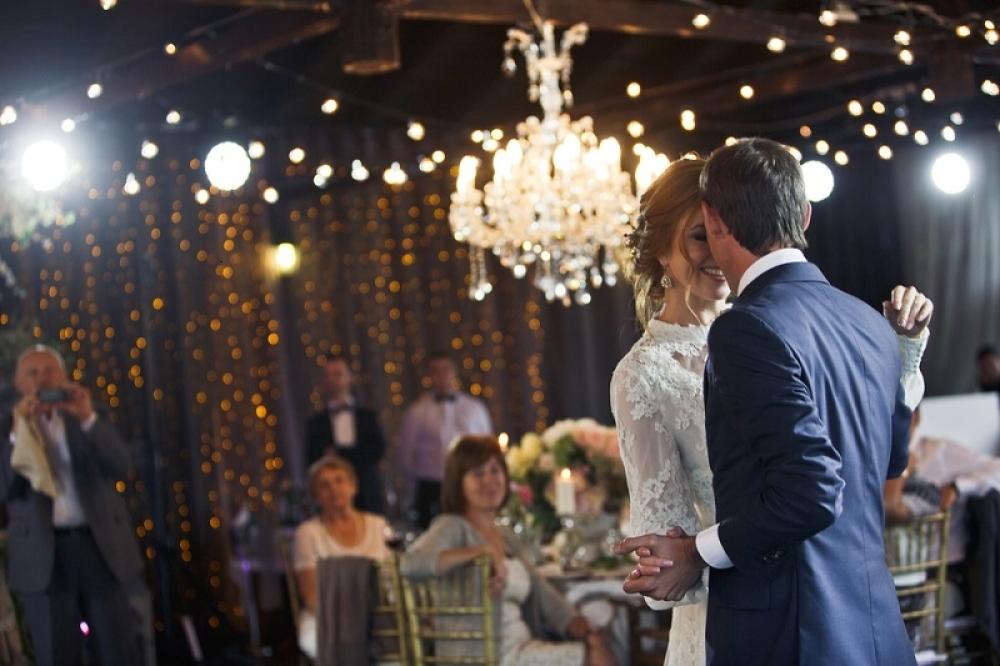 Svadba, venčanje, slavlje, mladenci