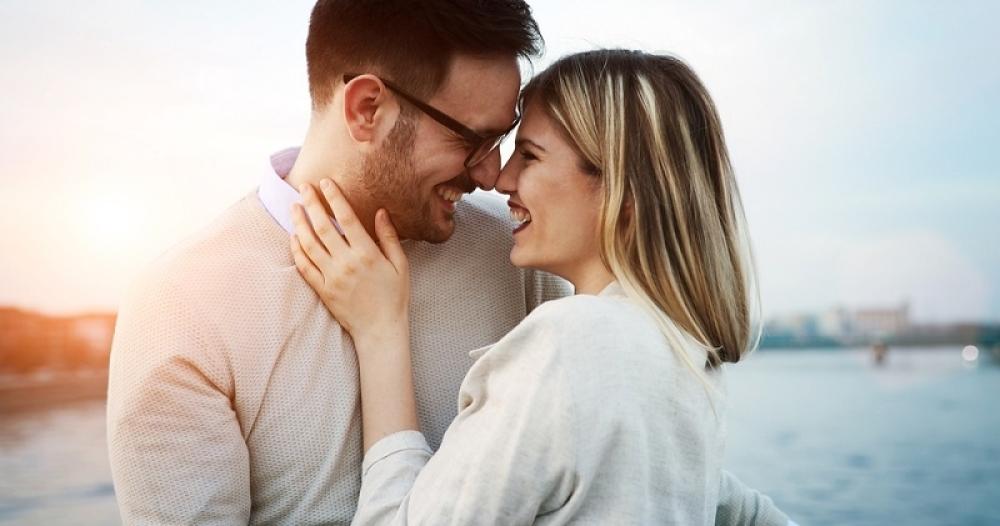 Par, muvanje, flert, veza, ljubav, romansa, seks, strast