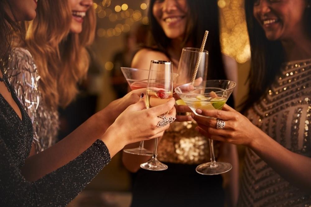 Alkohol, koktel, piće. žurka, proslava