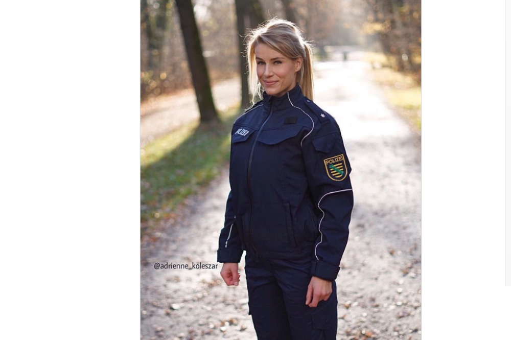 Policajka