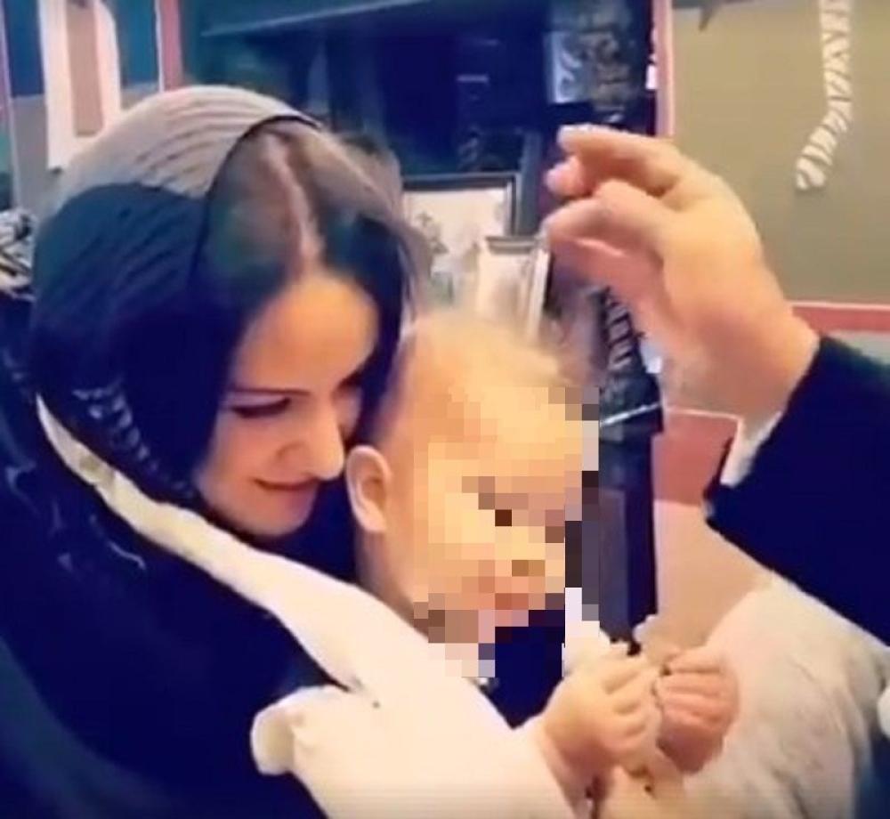 Beba privukla i poljubila krst na krštenju