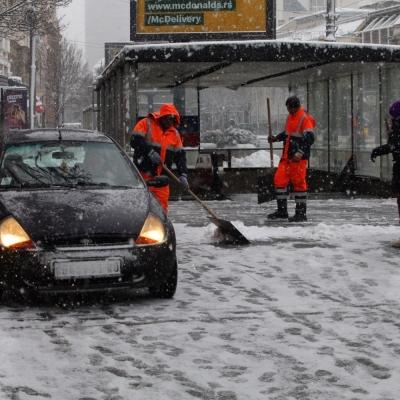 Beograd, sneg, vremenska prognoza, zavejane ulice, ljudi, zima