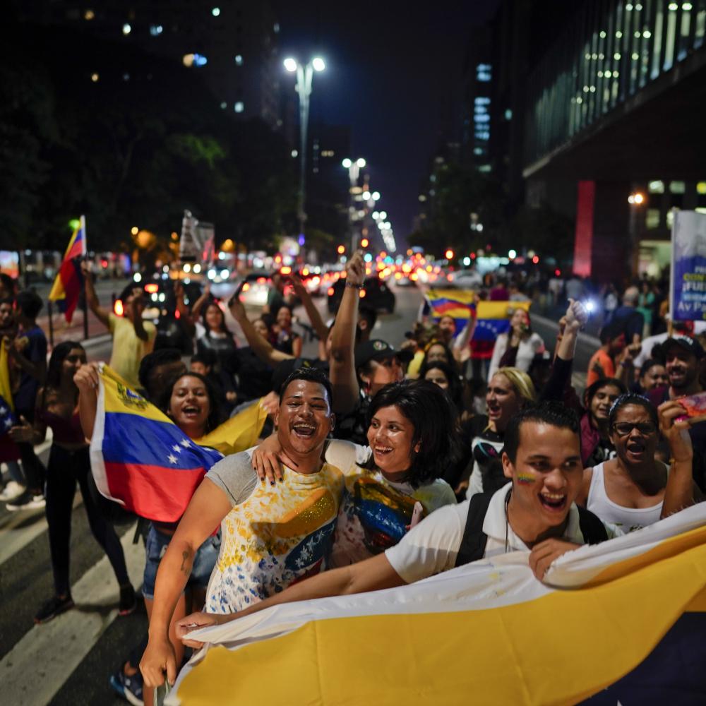 LATINOAMERIČKI 5. OKTOBAR! Žestoki obračuni u Venecueli, sevaju rafali, odjekuju bombe, američki pulen krenuo na parlament! pre 2m 0