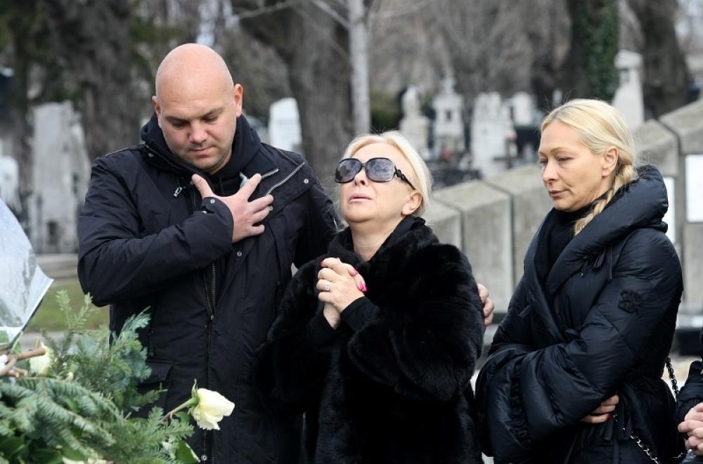 Porodica našla OVO pored Šabanovog groba, Gordana momentalno zajaukala!  (FOTO) - alo.rs