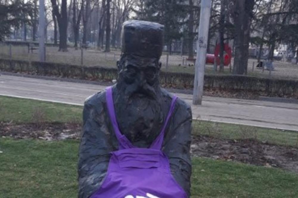 Feministkinje Unakazile Spomenik Patrijarhu Pavlu Obukle Mu
