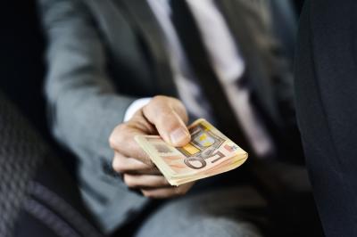 Novac, zarada, pare, evri, makro