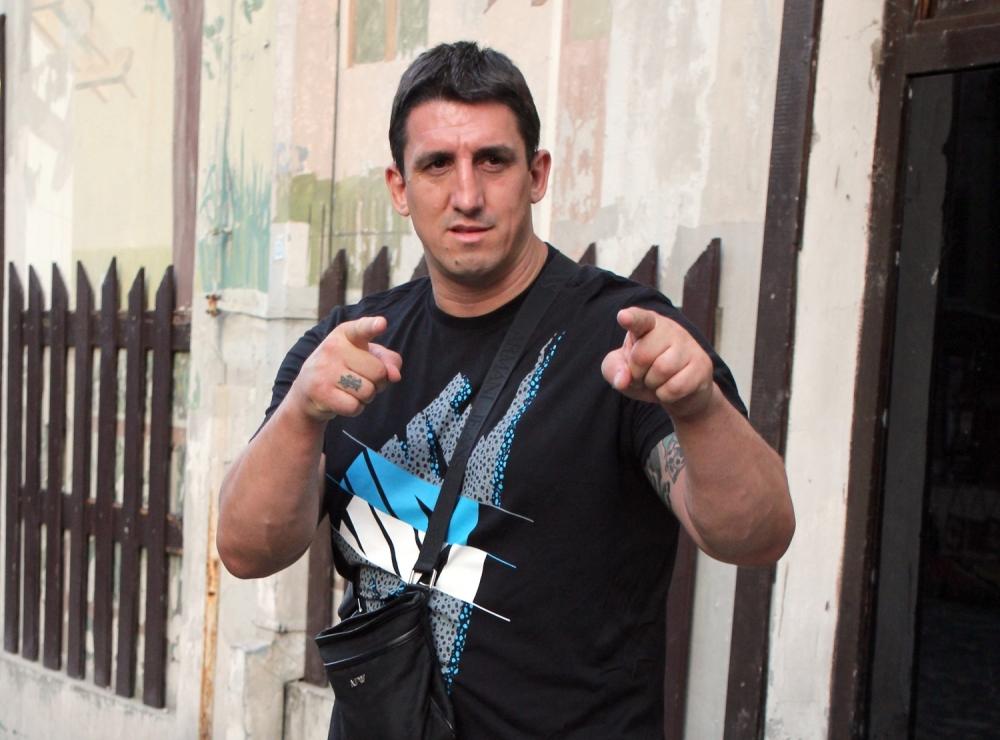 Kristijan izlazi iz zatvora, a onda sa ljutim neprijateljem ulazi u dvoboj  - alo.rs