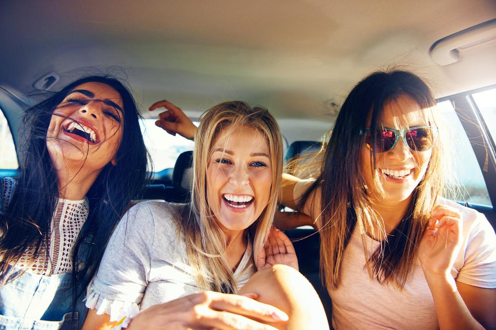 devojke, drugarice, smeh, sreća