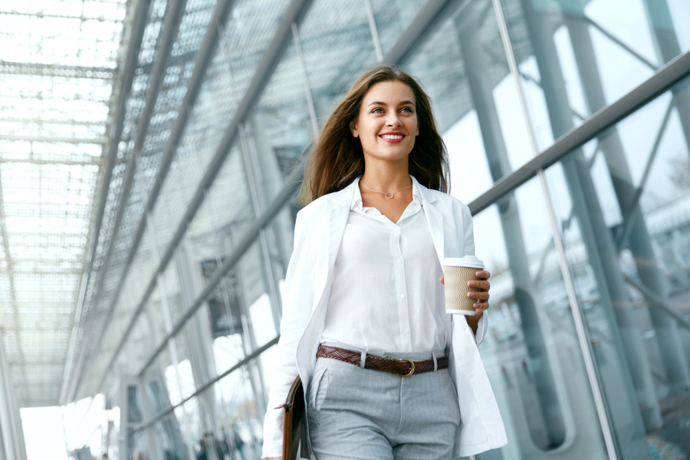 Devojka, posao, uspeh, sreća,kafa